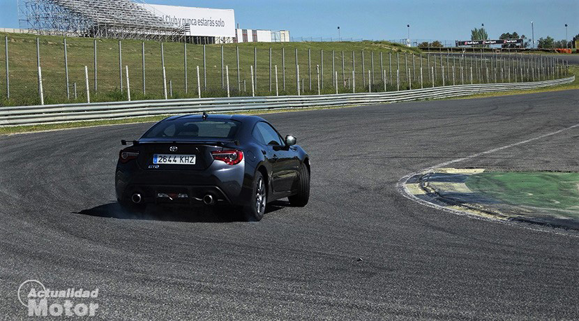 Toyota GT86 drift in the Jarama