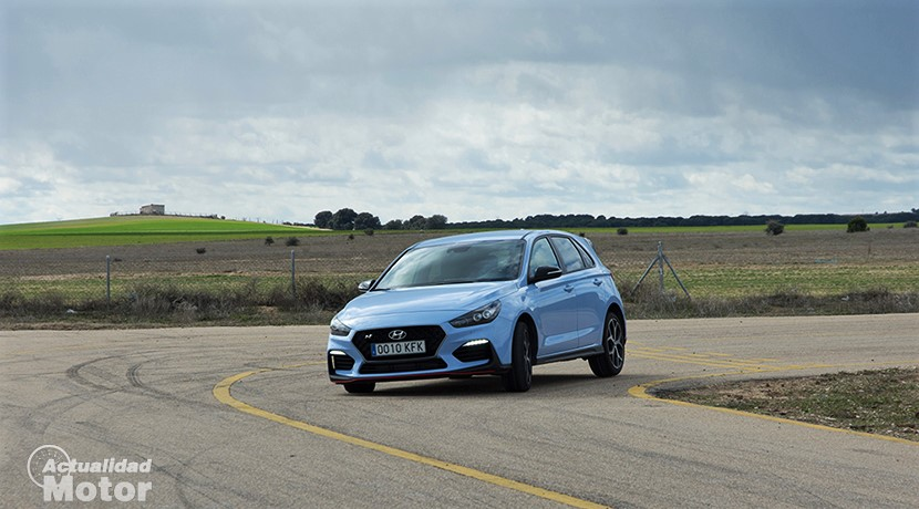 Hyundai i30 N test on the front curve