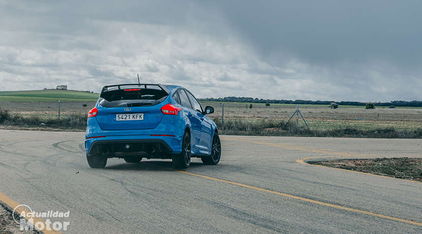 Test Ford Focus RS pass through rear curve
