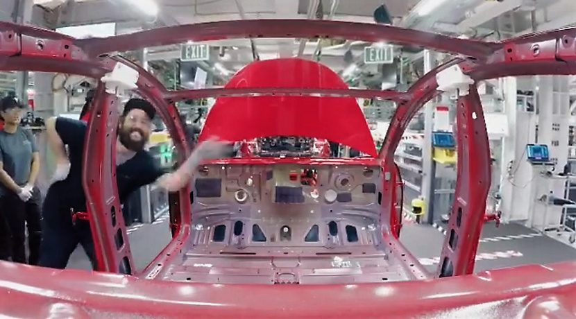 Quick-motion video of the Assembly of a Tesla Model 3